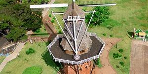 Holambrenses relembram construção de moinho há oito anos