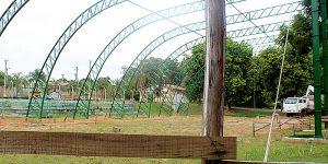 Com um ano de atraso, Prefeitura de Holambra retoma obra do Ginásio Poliesportivo