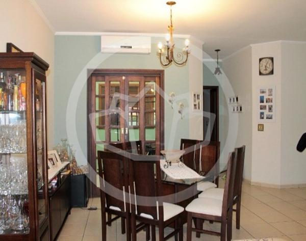 Casa com churrasqueira no Jardim das Tulipas