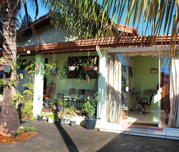 Casa de esquina à venda no Jardim Flamboyant em Holambra