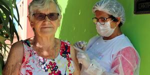 Quase metade da população idosa de Holambra foi vacinada em 3 dias de campanha